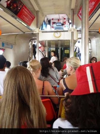 昭批耶河-觀光船都是外國人