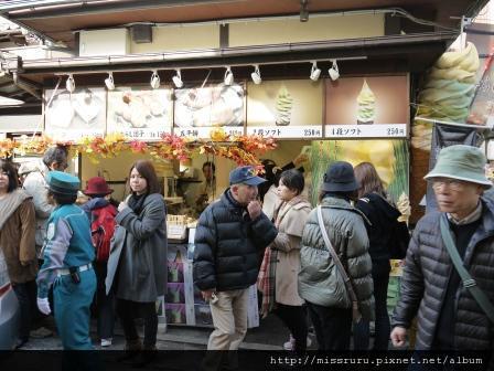 76-嵐山四種口味霜淇淋排隊