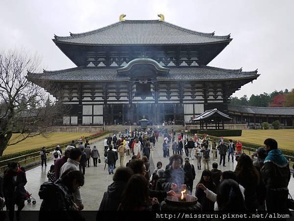 東大寺的鼎盛香火