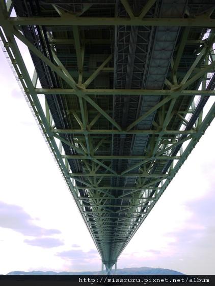 明石大橋底部