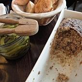 DAY4-中餐-LA REGALADE-吃到飽的肉醬麵包佐酸黃瓜
