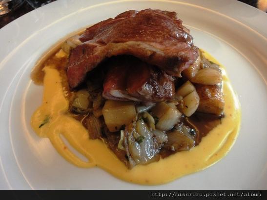 DAY4-中餐-LA REGALADE-沒熟的羊排-天啊-前菜擇一加主餐加甜點35歐