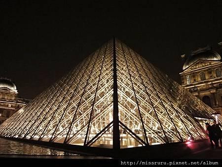 夜晚的金字塔