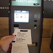 羅浮宮自動售票機-千萬不要笨笨的去排隊-門票11歐導覽5歐