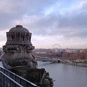 美術館外-二月的巴黎五點多天還亮亮的