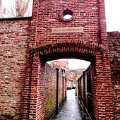 最老的建築建於12世紀的 Sint Janshospitaal