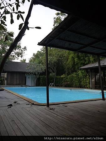 R游泳池.JPG