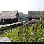 河邊的茅草屋2.JPG