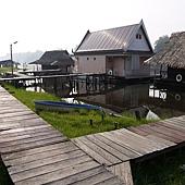 河邊的小木屋.JPG