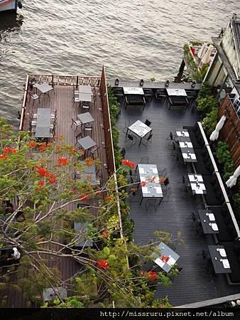 樓下是河畔餐廳.JPG