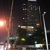 從MRT看飯店.JPG