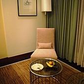 小沙發與迎賓水果.JPG