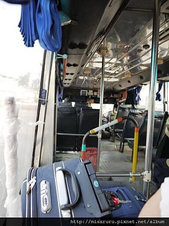 搭上公車了.JPG