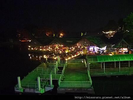 河畔餐廳.JPG