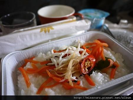 飛機餐魚粥.JPG