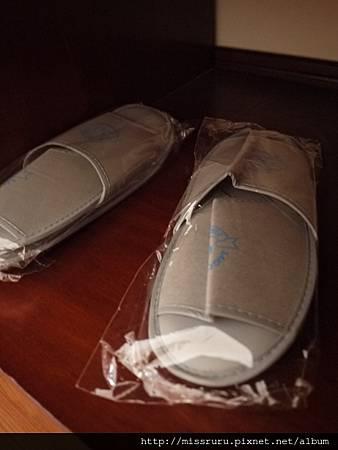 過境旅館-拖鞋.JPG