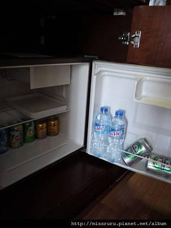 過境旅館-冰箱-收費.JPG