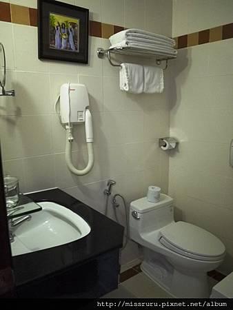 過境旅館-浴室.JPG