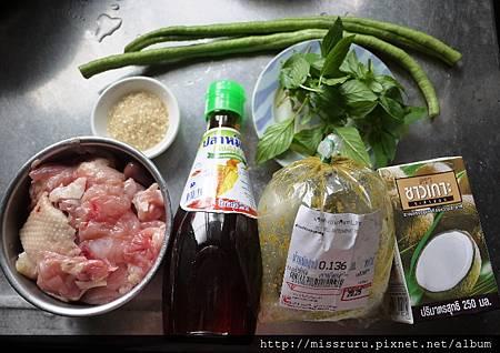 綠咖哩雞-食材.JPG
