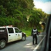 金三角-前往金三角途中警察盤問.JPG