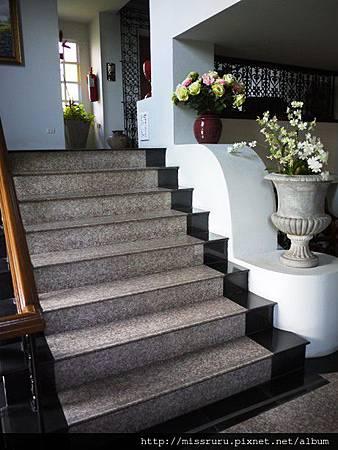 上樓梯才能搭電梯.JPG