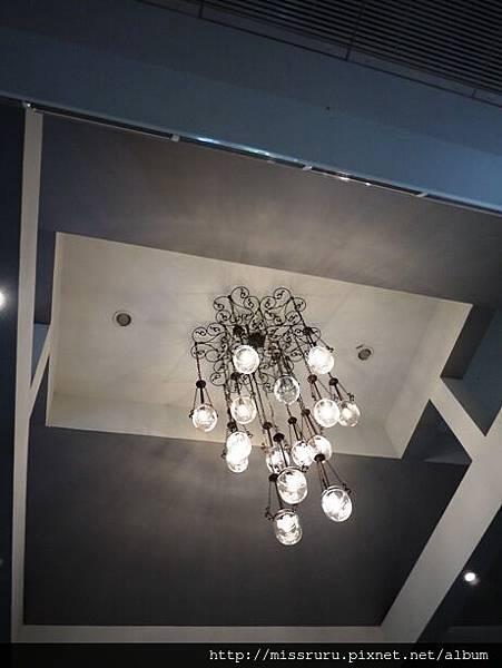 餐廳天花板.JPG