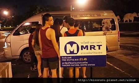 搭接駁車回MRT.JPG