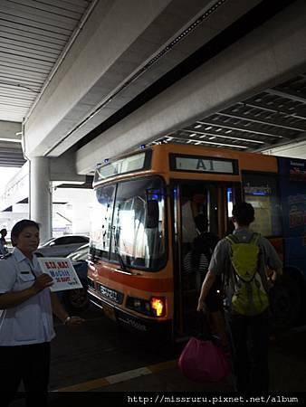 機場巴士到蒙奇站.JPG