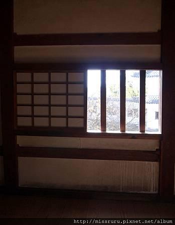 窗櫺外.jpg