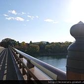 跨過這座橋.JPG