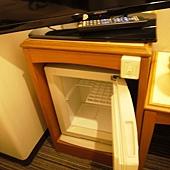 電視下的小冰箱.JPG