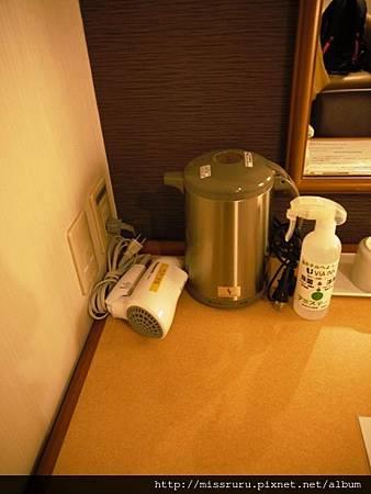 茶壺吹風機與除臭噴霧.JPG
