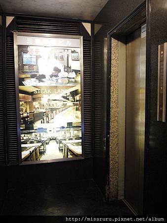 電梯.JPG
