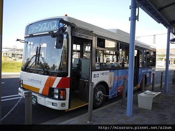 牛仔褲巡迴公車.JPG