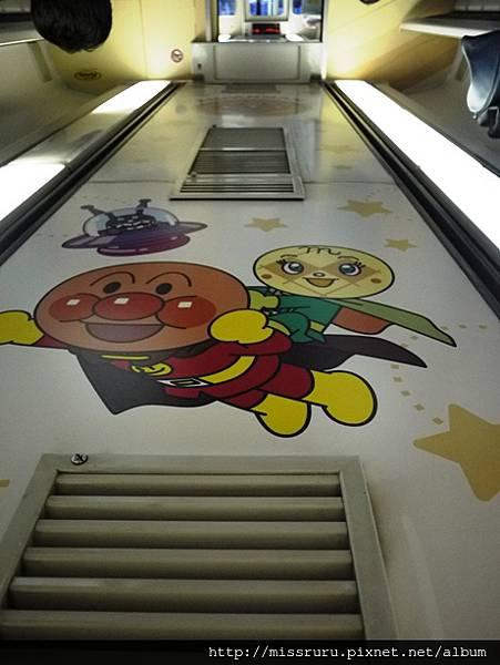 麵包超人列車-天花板.JPG