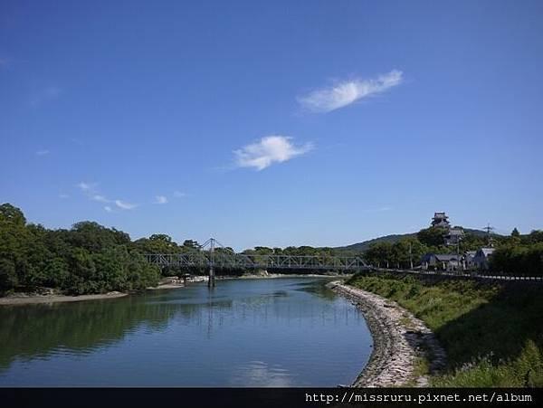 右岸為岡山城.JPG