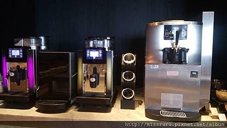 咖啡機與霜淇淋機.JPG