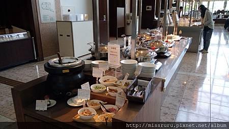 早餐-粥與熟食區.JPG