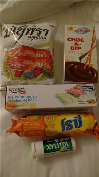 在超市買的,接下來的每一天幾乎都是買了一堆零食回家