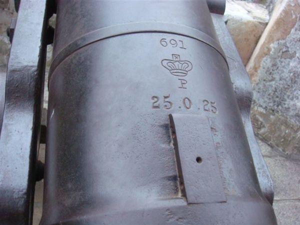 大砲上面有編號