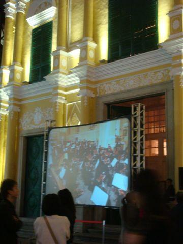 聖母玫瑰堂外的聖誕夜音樂會