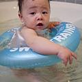 20120712咚咚浴缸游泳初體驗 (13)