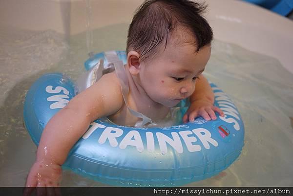 20120712咚咚浴缸游泳初體驗 (17)