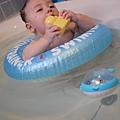20120712咚咚浴缸游泳初體驗 (33)