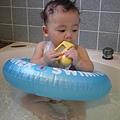 20120712咚咚浴缸游泳初體驗 (36)