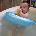 20120712咚咚浴缸游泳初體驗 (42)