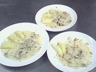 西餐-奶油洋菇鱸魚排附香芹馬玲薯 (5).jpg