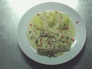 西餐-奶油洋菇鱸魚排附香芹馬玲薯.jpg