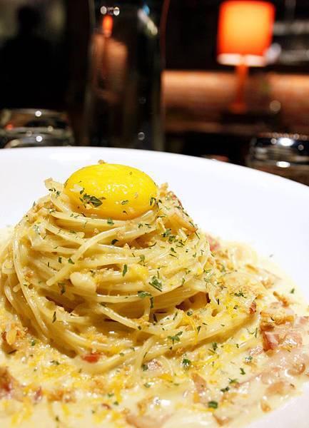 乳酪蛋黃培根義大利麵2