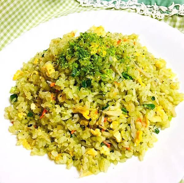 吻仔魚炒綠藻米飯
